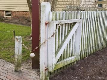 Canonball gate closer