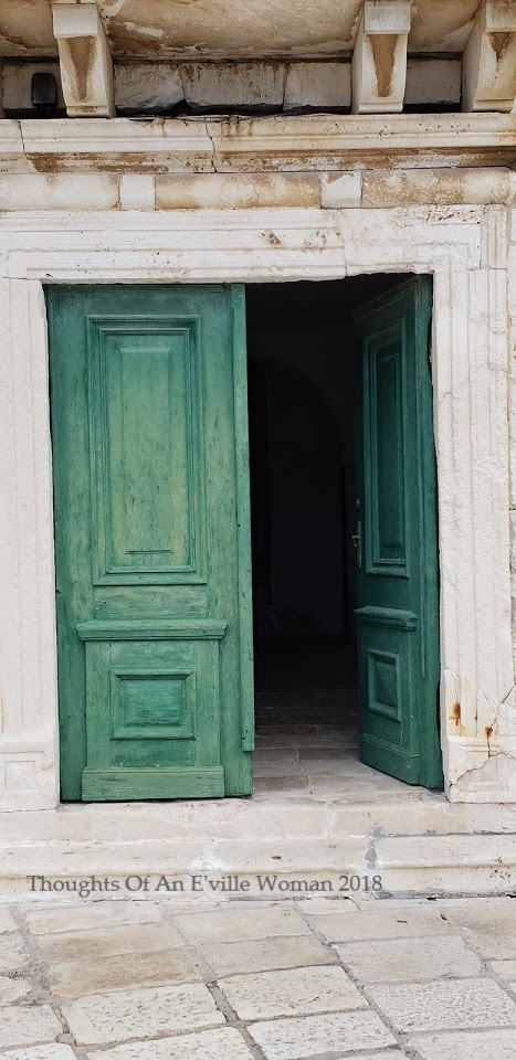 green hvar door