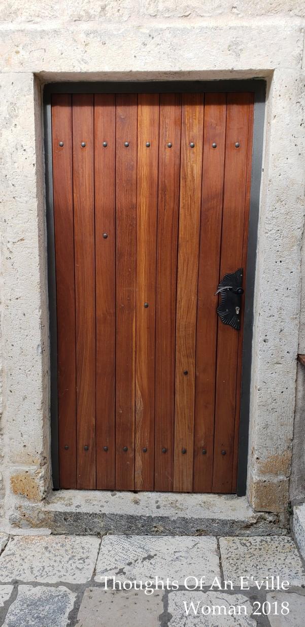hvar door 1