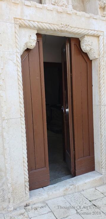 split doors 14